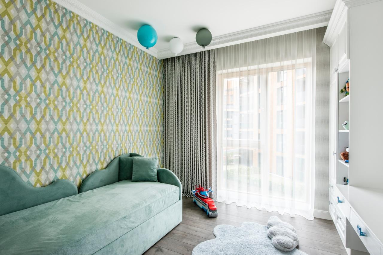 Berniuko kambario interjeras su lova