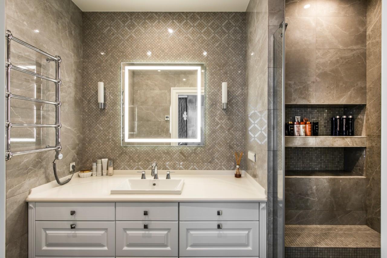 Klasikinis interjeras vonioje
