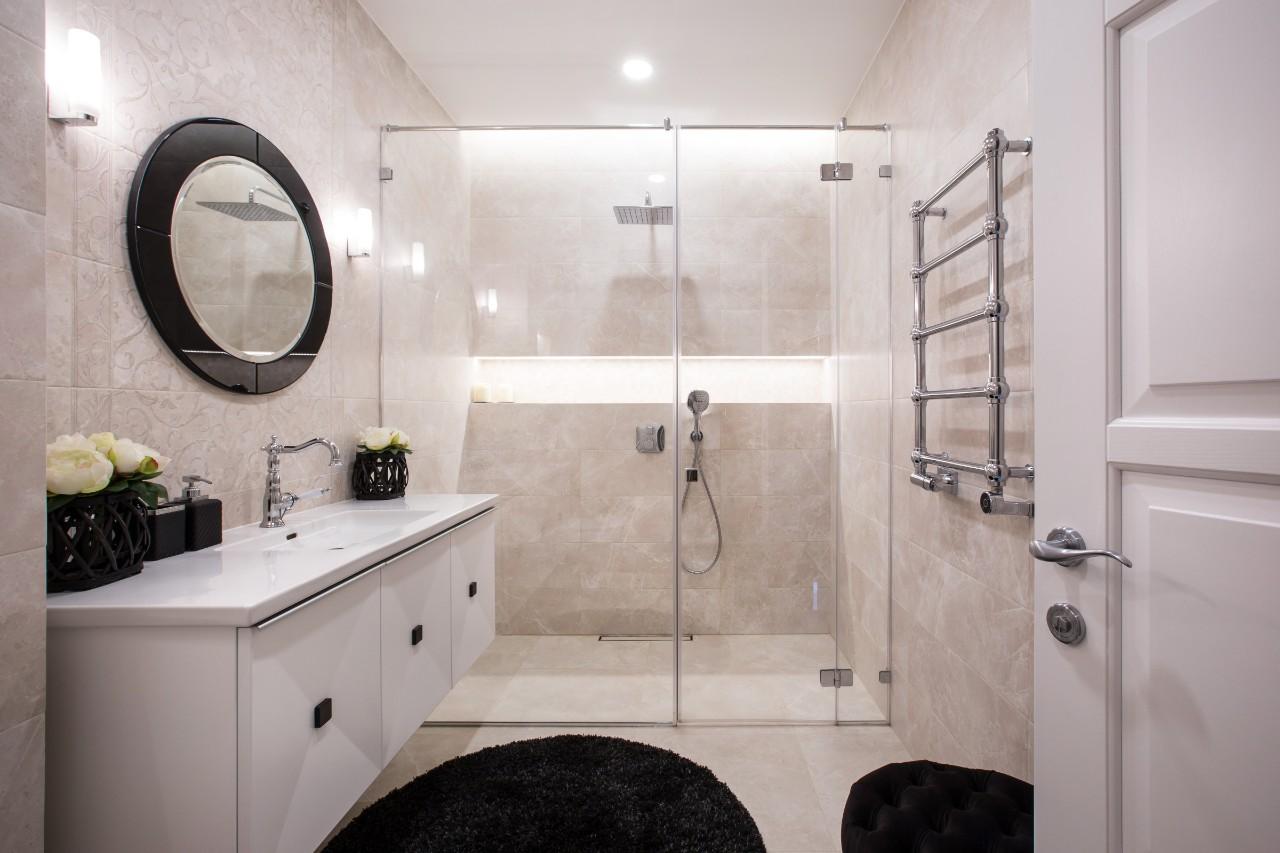Klasikinis interjeras vonios kambaryje
