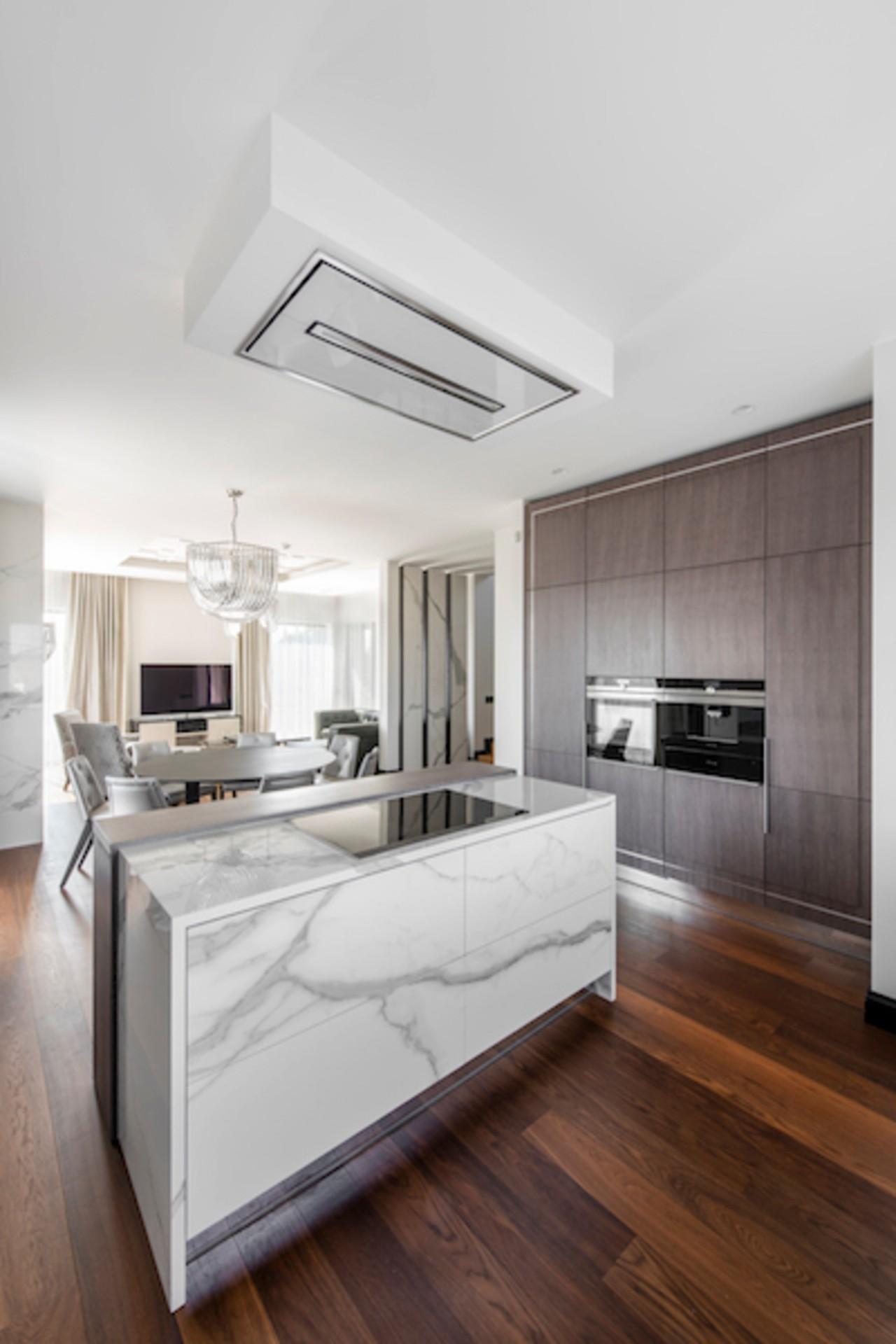 Modernus interjeras virtuvė su svetaine