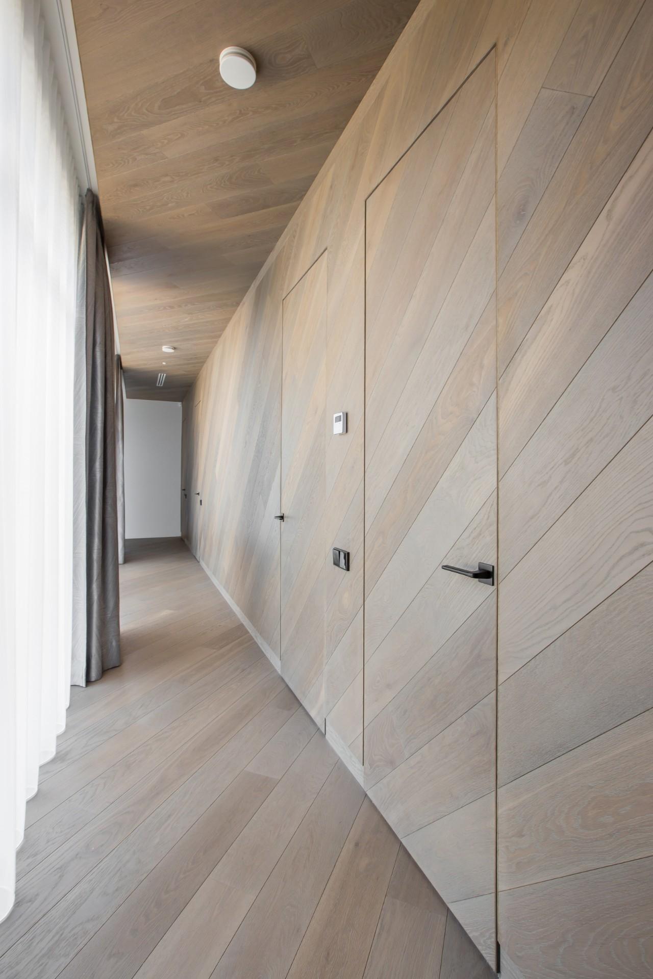 Pailgo kambario interjeras koridoriuje