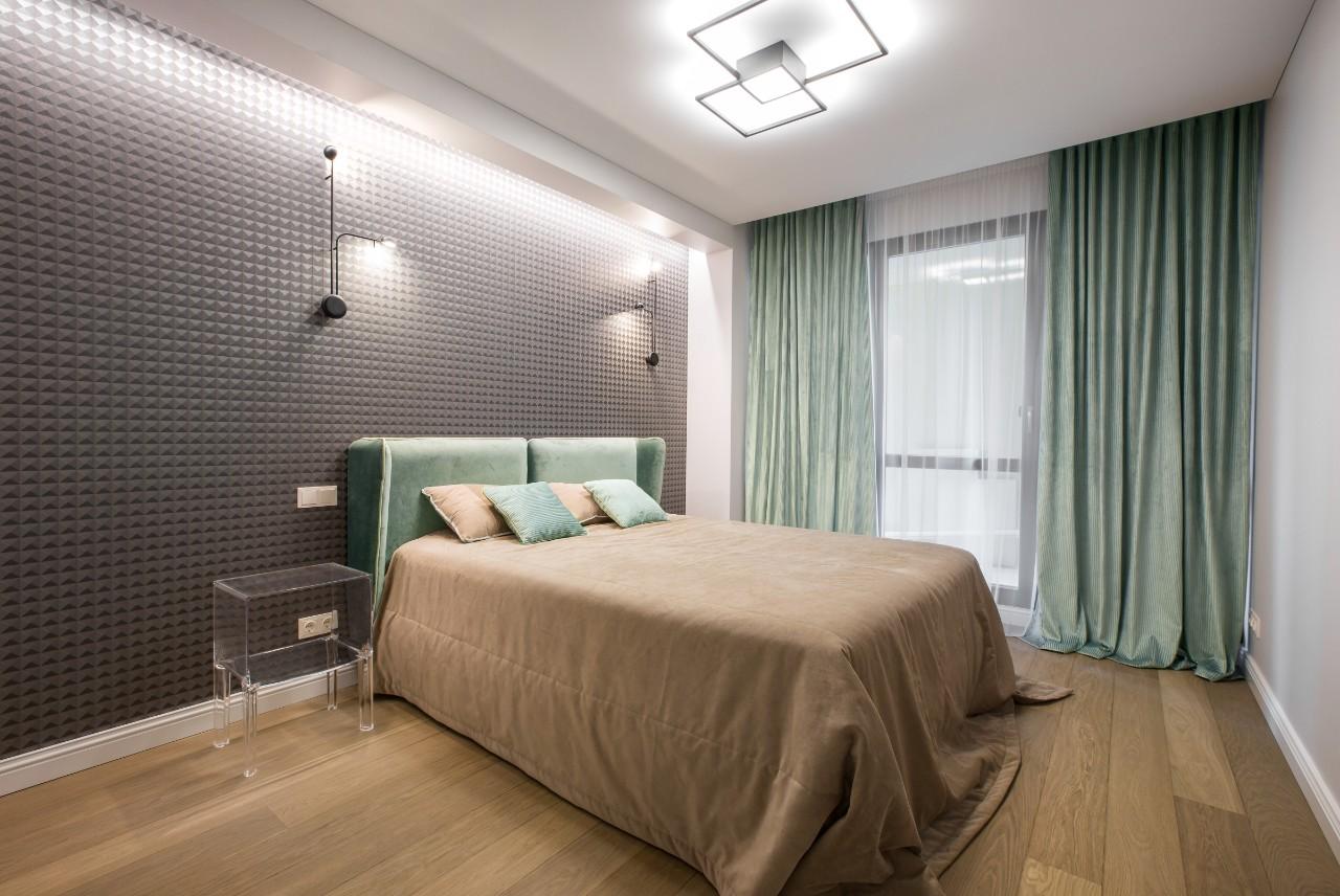 Viešbučio interjeras miegamasis su balkonu