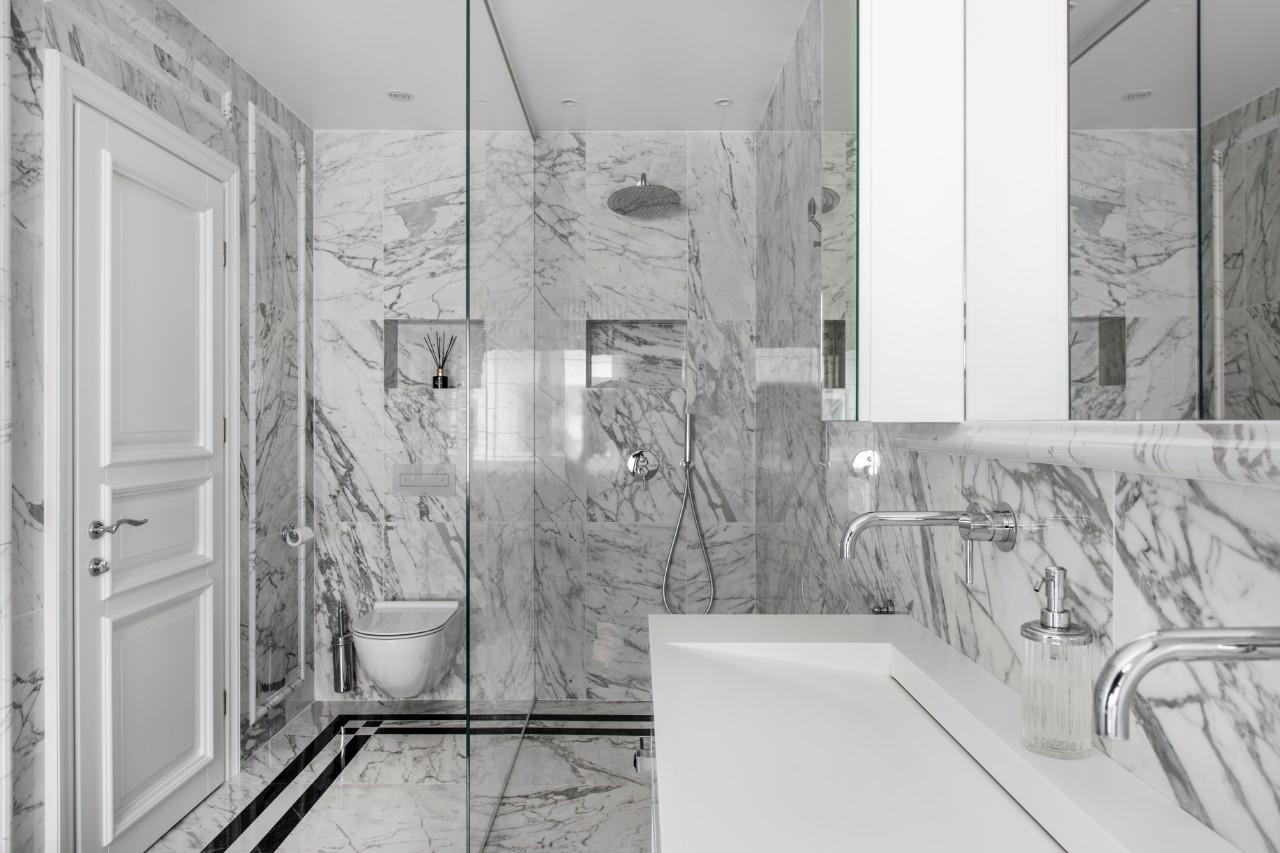 Viešbučio interjeras vonios kambarys